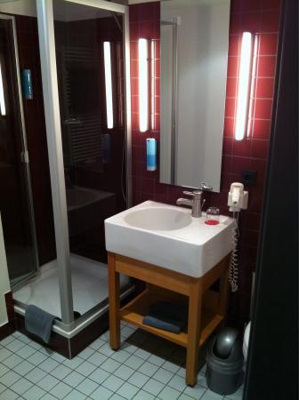 Auszeit Hotel Dusseldorf : Bathroom, very nice.