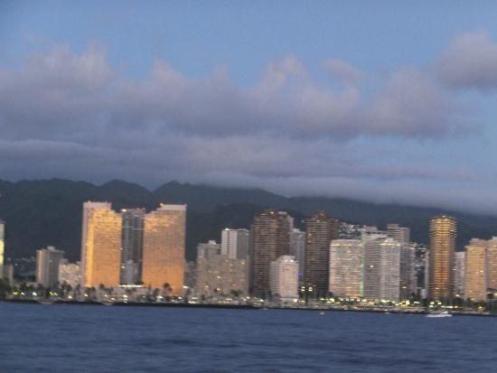 Star of Honolulu - Dinner and Whale Watch Cruises: vue sur honolulu