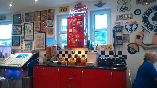 The Rocks Hotel: Restaurant/breakfast room