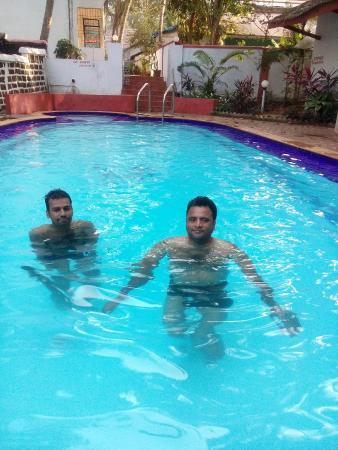 Santiago Residency : Friends at the pool