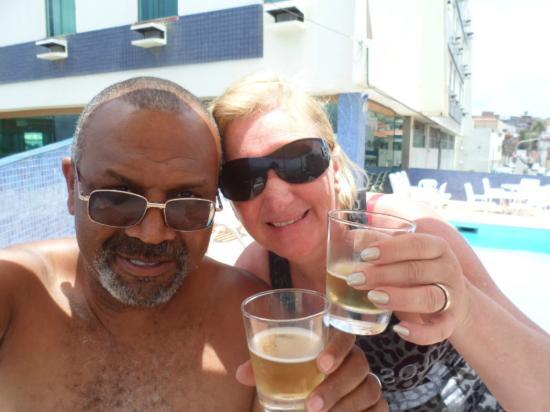 Nacional Inn Salvador: Tomando um drink a beira da piscina