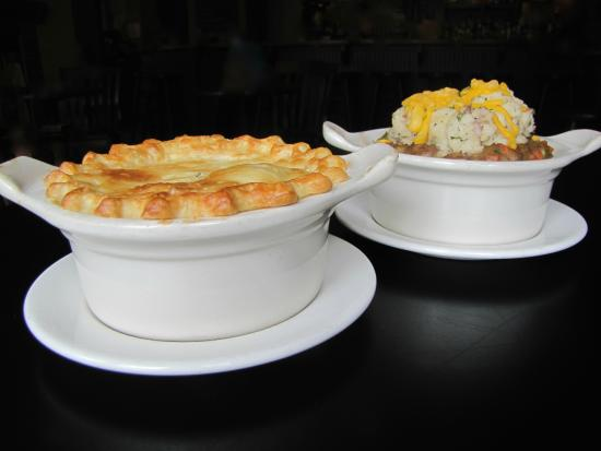 The Governor's Pub: Hamilton Chicken Pot Pie, Yanks' Sheppard's Pie