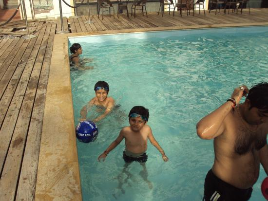 Sunkissed Plaza: Swimming Pool