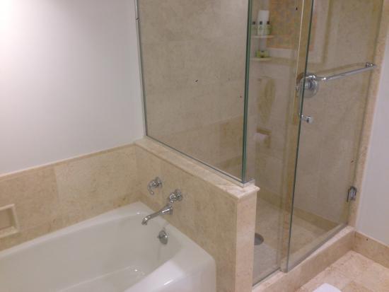 InterContinental Hotel Cleveland: Bathroom