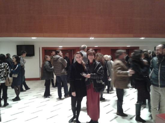 Teatro degli Arcimboldi: Di fronte all'ingresso alla platea