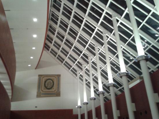 Teatro degli Arcimboldi: Dettagli della hall