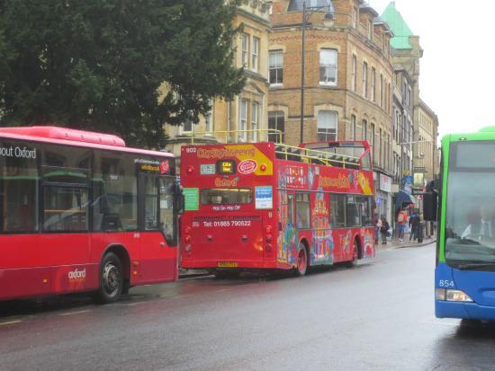Deddington Arms Hotel: Tour Bus in Oxford