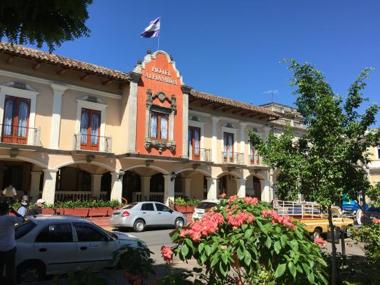 Hotel Alhambra: Front view of the hotel