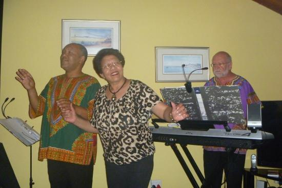 Magic Moments in Oudtshoorn: Joey, Sissy and Barry = Magic Moments!
