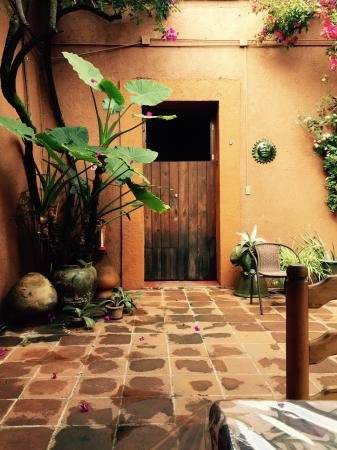 Hostal Casa del Sol Oaxaca: The lovely courtyard.