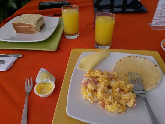 La Campana Hotel Boutique: Desayunos.
