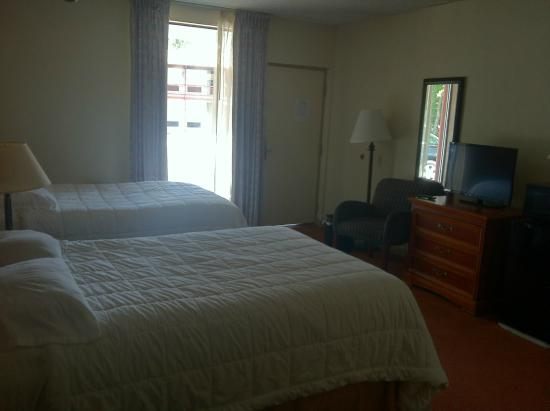 FairBridge Inn & Suites: Guest Room