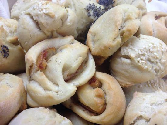 pane e panini sfornati caldi giornalmente - Foto di Il ...