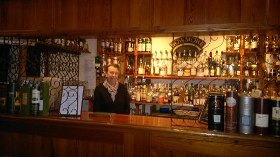 Creag Mhor Lodge: the bar