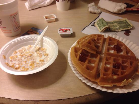 Econo Lodge Inn & Suites Maingate Central: The sugar loaded carb based breakfast. Alright occasionally and the coffee is fine too