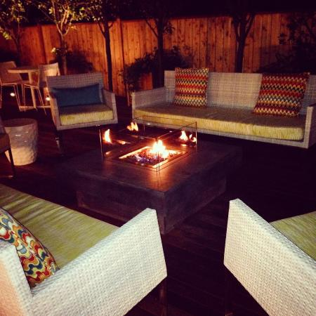 21 Broad Hotel : Fire pit/deck/patio - can't wait to sit out here again!