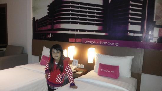 Kamar di favehotel braga bandung picture of favehotel for Dekor kamar hotel di bandung
