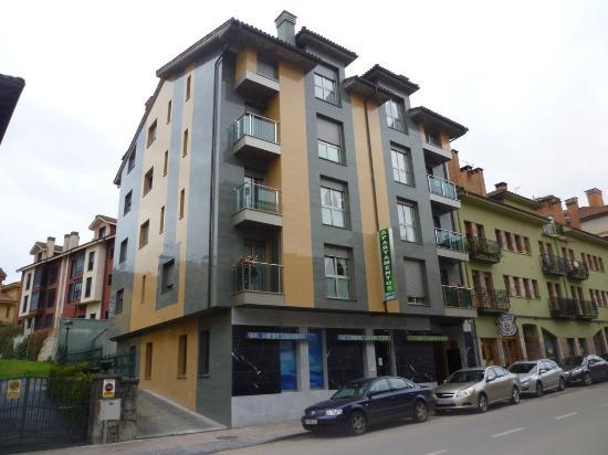 Apartamentos Spa Cueto : nuevos y modernos
