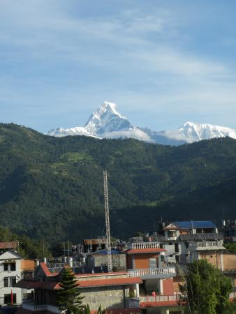 Hotel Landmark Pokhara: View of Machchepuchare on the other side from the top floor of the hotel