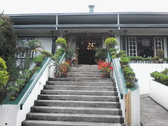 AIM Igorot Lodge: steps leading to the hotel
