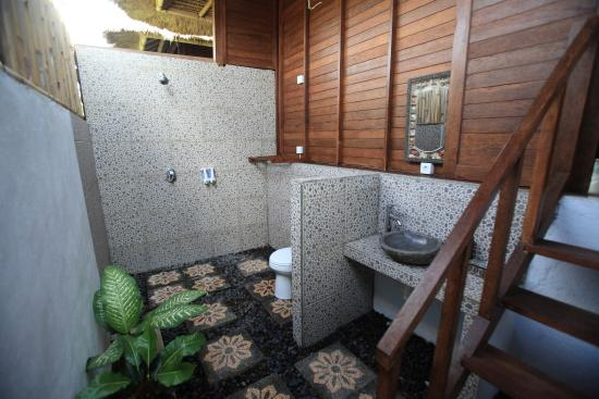 Sunset Coin Lembongan: room bathroom