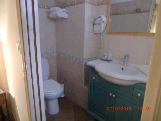 Hôtel Colomba: bathroom