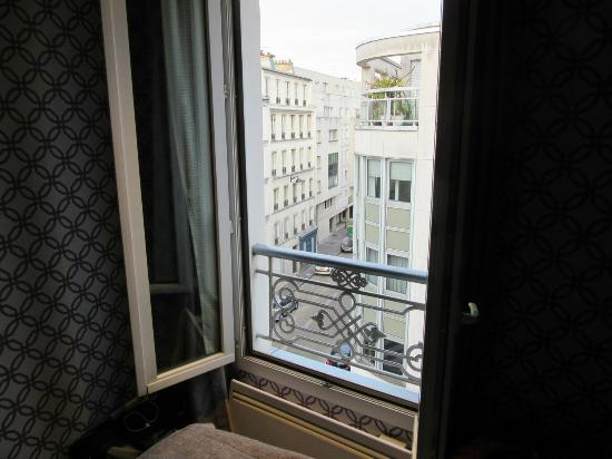 Hôtel Apollon Montparnasse : view from room, 4th floor