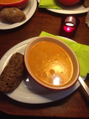 Grams Laekkerier: Zuppa con pollo a curry