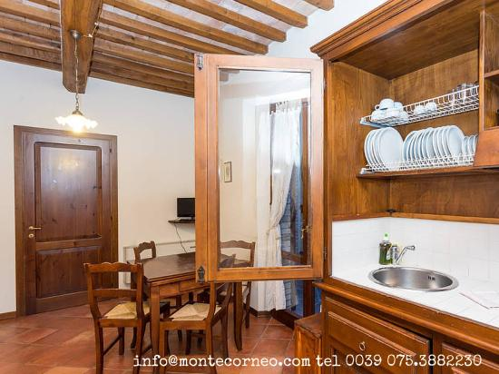 Bilocale con angolo cottura e soggiorno - Foto di Montecorneo ...
