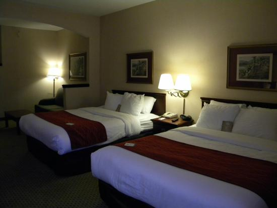 Comfort Suites: Two Queen Suite