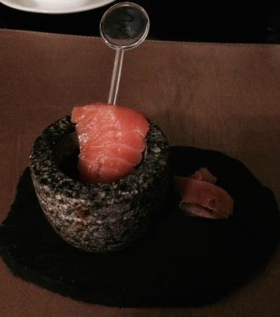Plum Restaurant : Complimentary amuse-bouche (Salmon sashimi)