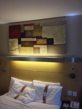 Holiday Inn Express London-Limehouse: Letto fresco, con i cuscini a due diverse consistenze, appena provati da noi :-)