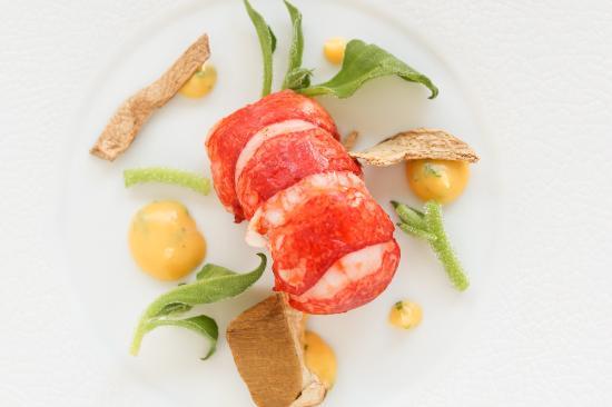 Borgo San Jacopo: Astice in crosta di argilla, insalata glaciale, porcini, salsa bernese