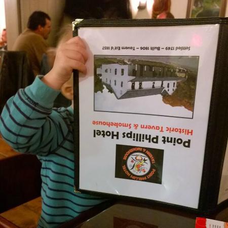 Bath, Pensilvania: Baby reading the menu... so many choices!