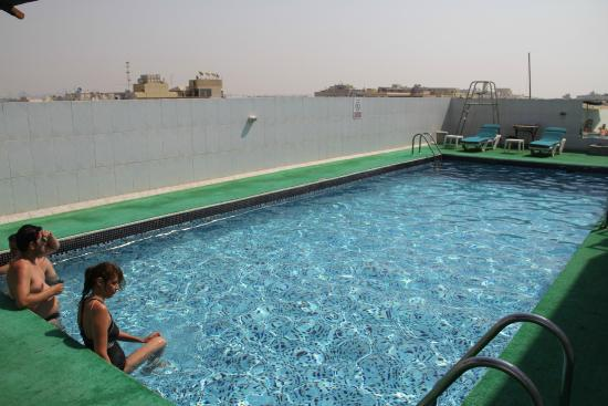 Smana Hotel Al Riqa: Бассейн