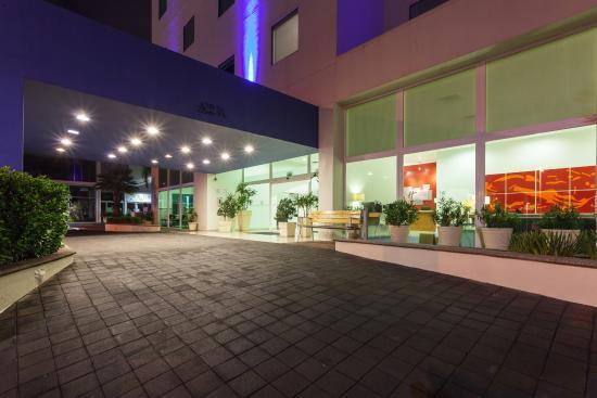 Holiday Inn Express Guadalajara Iteso: Entrada