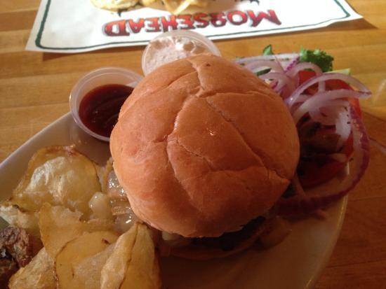 Moosehead Saloon: Burger & Chips