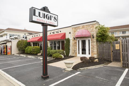 Icona Golden Inn: Luigi's is right on the premises!