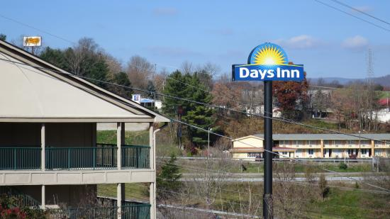 Days Inn Wytheville: Outside access to rooms