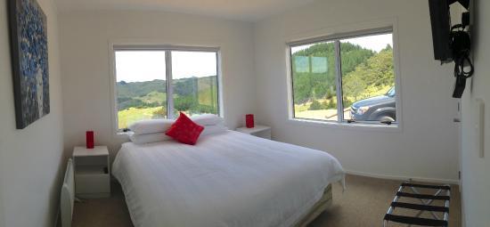 Mercury Villas : 2 Bed Villa - Main bedroom with king bed