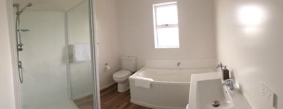 Mercury Villas : 3 Bed Villa - main bathroom