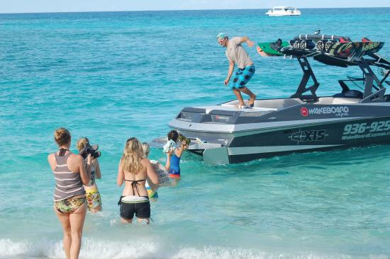 Wakeboard Cayman: Pick up from 7 Mile