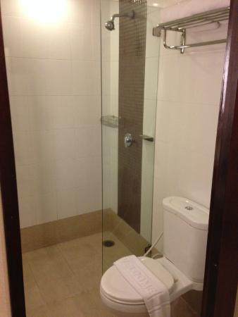 Maninarakorn Hotel: Banheiro