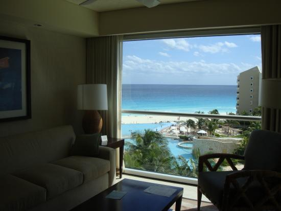 The Westin Lagunamar Ocean Resort: lookin out from our living room