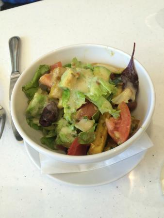 A Taste of Gibbston Valley: Salad with Avacado...HEAVEN!