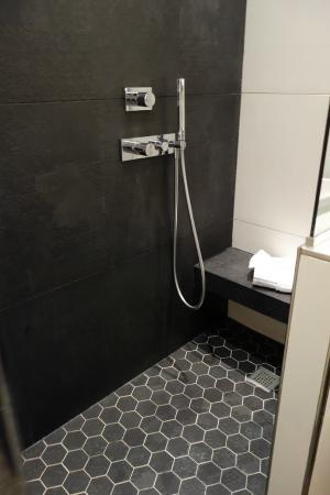 la douche picture of maison albar hotel paris champs elysees paris tripadvisor. Black Bedroom Furniture Sets. Home Design Ideas