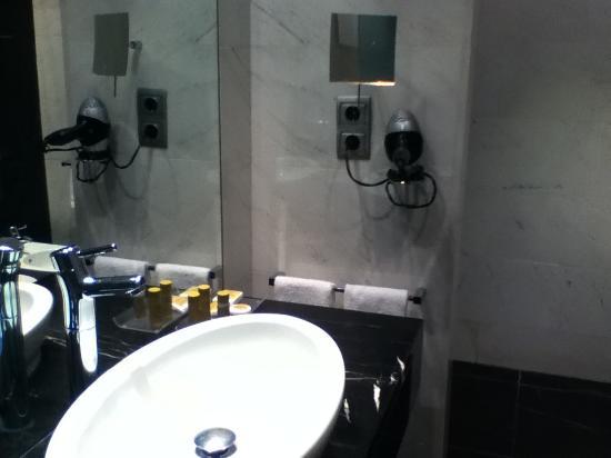 Eurostars Das Letras: Bathroom