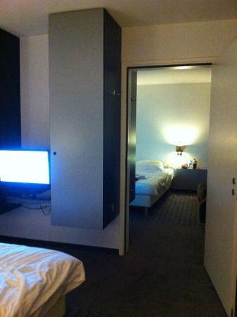 Novum Hotel Apple Park Maastricht: 2x 2persoonskamer met tussendeur die open kan