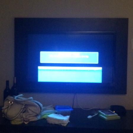 Days Inn & Suites North Bay: TV? Nope.