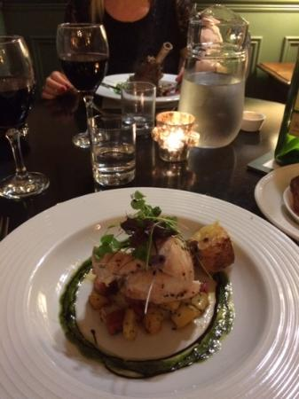 Golden Fleece Hotel: lamb shank and chicken